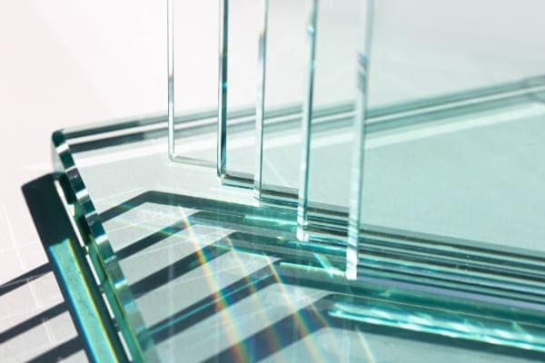 Glasscheiben die für Fenstersanierung mit neuen Vorsatzscheiben in Frage kommen.