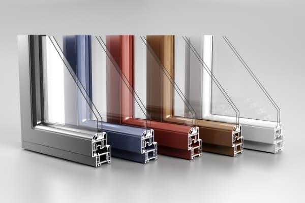 Farbauswahl von Kunststoffprofilen für Fenster.