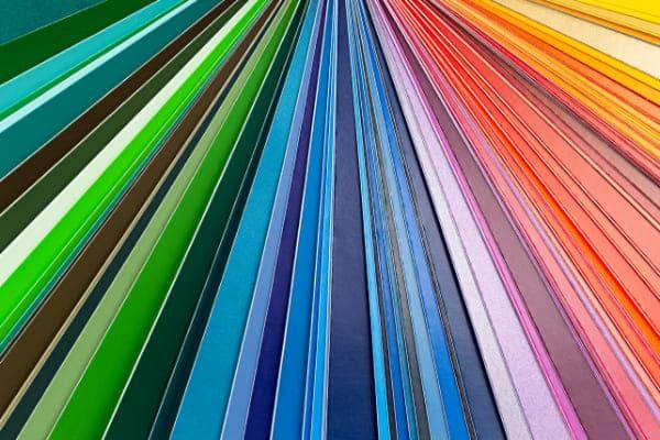 Kunststoff Nebentüren gibt es in vielen Farben und Typen, wie zum Beispiel holzoptik und anthrazit