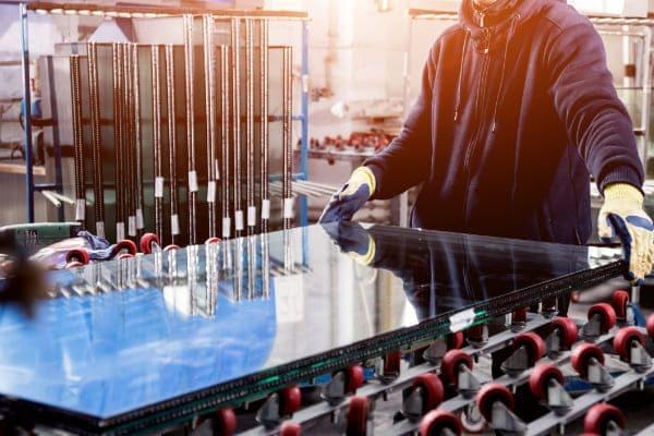 Herstellung einer Dreifachverglasung für bessere Wärmedämmung