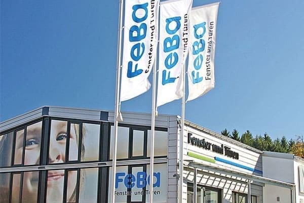 Das Haustürsortiment der Firma FeBa welches Farben wie grau, braun, weiß und anthrazit beinhaltet.