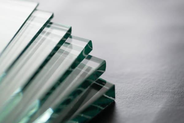 Schallschutzglas beeinflusst die Dicke der einzelnen Scheiben.