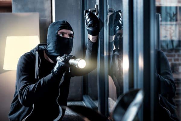 Bei Fenstersanierung an Einbruchschutz denken
