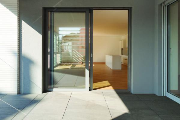 Eine andere Variante von Balkontüren wird gezeigt.