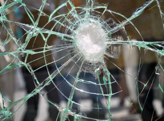 Sicherheitsbeschläge nach RC und andere Ergänzungen wie bruchsicheres Glas.