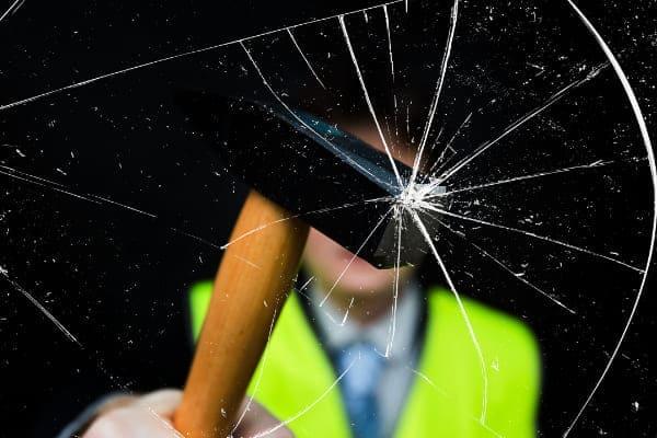 Weitere Sicherheitsauststattung zu beachten, wie Verbundsicherheitsglas