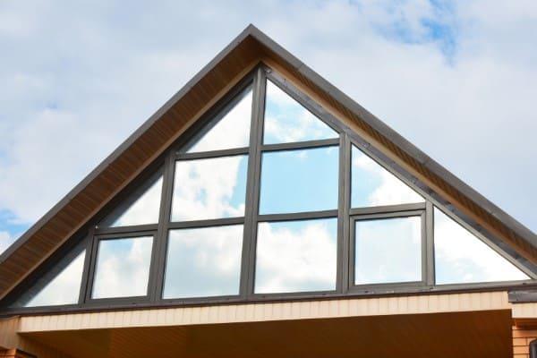 Giebel aus Fensterelementen dreieckig