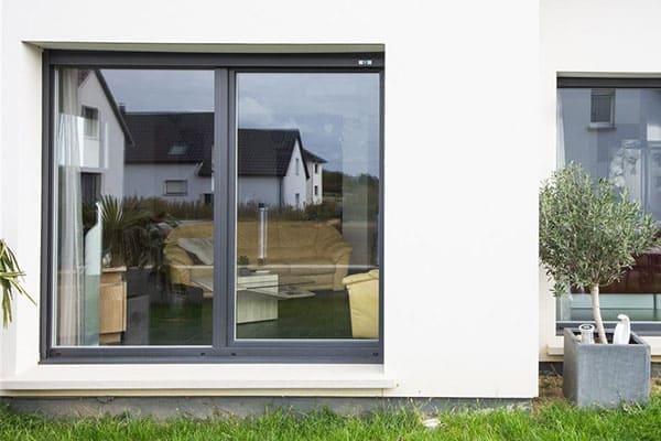 Kombinierte Garagenfenster aus Alu-Kunststoff