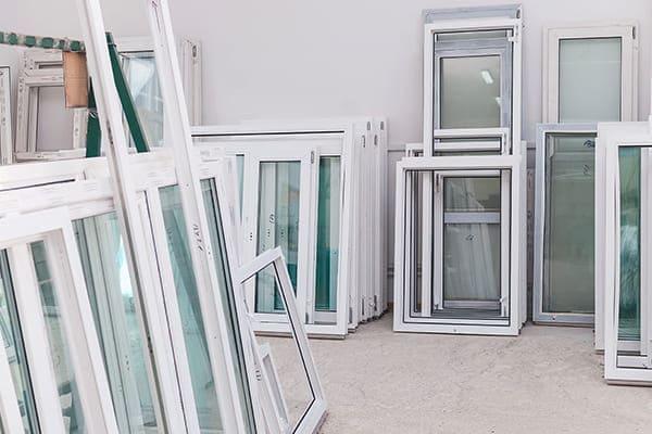 Herstellung von PVC-Fenstern und -Türen.