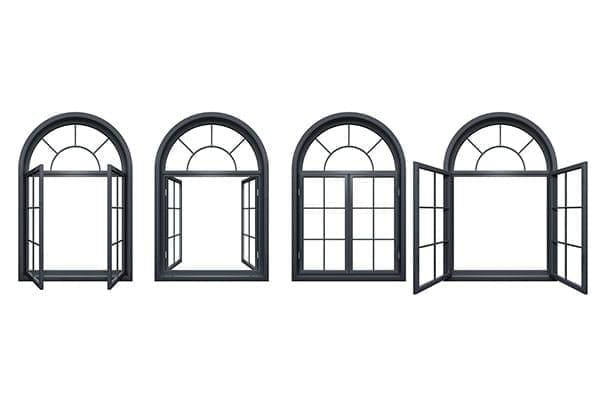 vier Bogenfenster unterschiedlich geöffnet