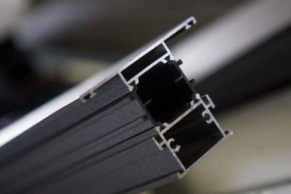 Querschnitt eines Aluminium Profils für Balkontüren.