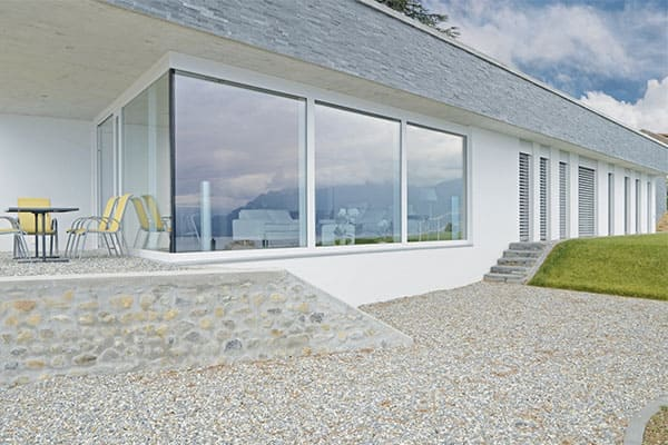 Terrasse mit bodentiefe Eckfenster
