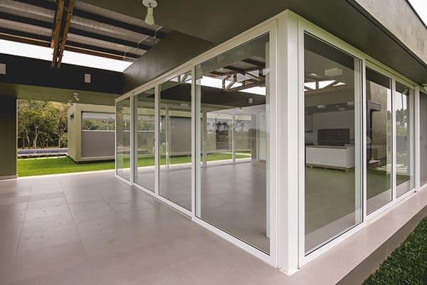 Kellerfenster mit Gitter