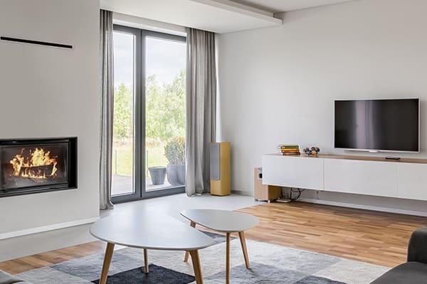 Qualitativ hochwertige Fenster in Grau