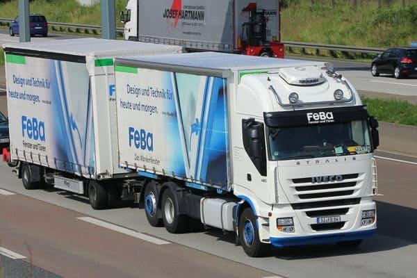 FeBa LKW ist auf Autobahn unterwegs.
