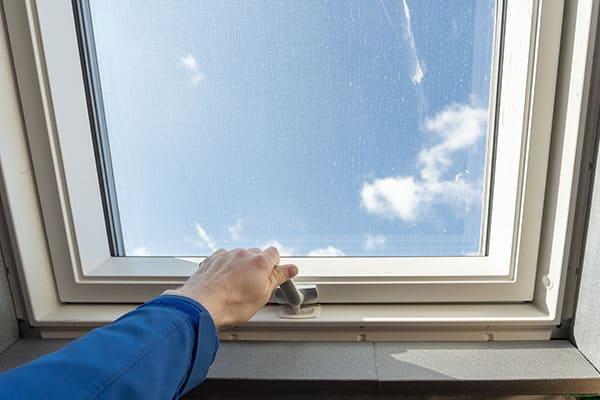 Schwingflügelfenster mit Griff