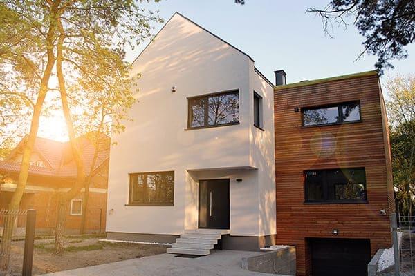 Modernes Haus von außen.