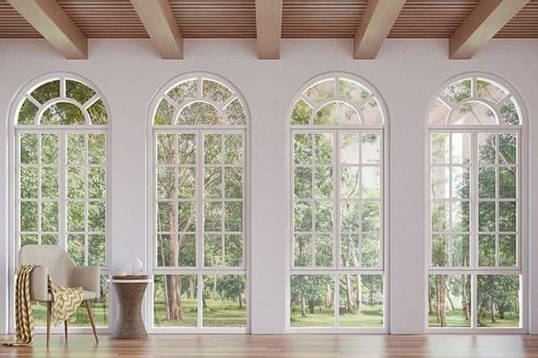 vier Bogenfenster