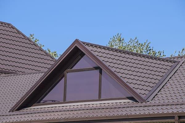 Schrägfenster im Dachgeschoss von außen gesehen