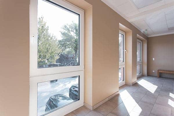 Bodentiefe Fenster mit geteilter Fensterfläche