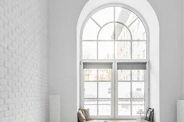 Stichbogenfenster mit Sprossen