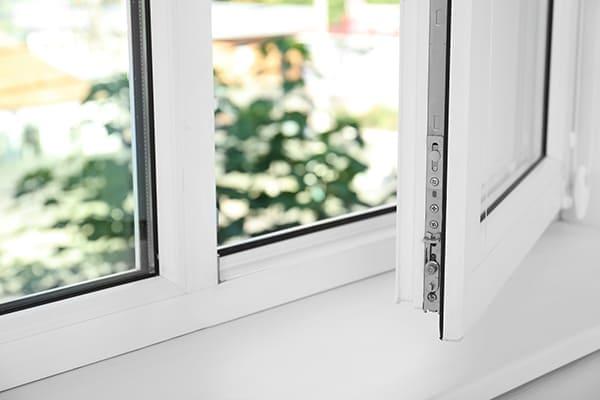 Kunststofffenster mit Stulp.