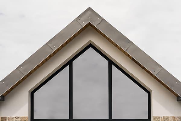 Trapezfenster von außen