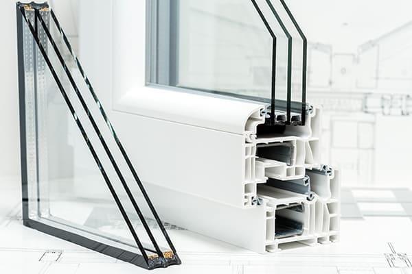 2-fach & 3-fach Verglasung bei grauen Fenstern